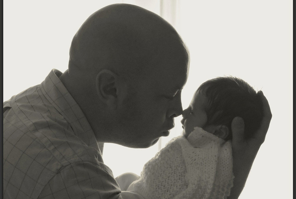 16 simple ways new dads can help new moms